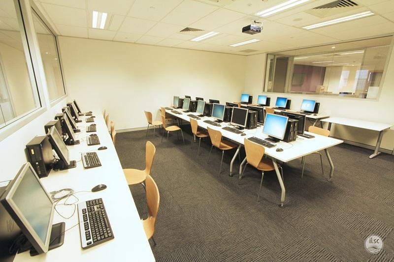 提供電腦設備供學生使用