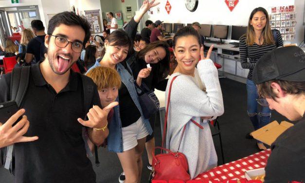 澳洲遊學 Browns English Free Pizza Party